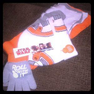 NEW 3 Piece Star Wars Hat, Scarf & Glove Set BB8